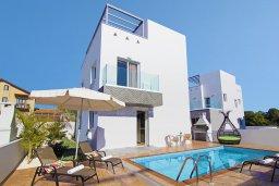 Фасад дома. Кипр, Нисси Бич : Великолепная вилла с видом на море и горы, с 3-мя спальнями, бассейном, тенистой террасой с патио, барбекю и потрясающим садом на крыше