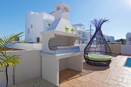 Территория. Кипр, Нисси Бич : Великолепная вилла с видом на море и горы, с 3-мя спальнями, бассейном, тенистой террасой с патио, барбекю и потрясающим садом на крыше
