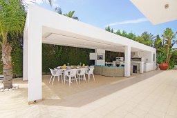 Территория. Кипр, Нисси Бич : Роскошная вилла с большим бассейном, патио и барбекю, 6 спален, 2 ванные комнаты, бильярд, парковка, Wi-Fi