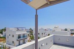 Терраса. Кипр, Нисси Бич : Современная вилла с видом на море, с 3-мя спальнями, бассейном, тенистой террасой с патио, барбекю и потрясающим садом на крыше