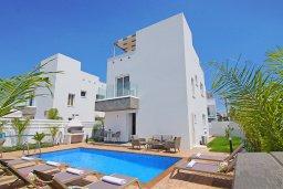 Фасад дома. Кипр, Нисси Бич : Современная вилла с видом на море, с 3-мя спальнями, бассейном, тенистой террасой с патио, барбекю и потрясающим садом на крыше