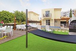 Территория. Кипр, Пернера : Впечатляющая вилла с 3-мя спальнями, 2-мя ванными комнатами, бассейном, беседкой с патио и традиционным каменным барбекю, зелёным двориком с lounge-зоной, расположена в 450 метрах от пляжа Kalamies Beach
