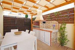 Обеденная зона. Кипр, Пернера : Впечатляющая вилла с 3-мя спальнями, 2-мя ванными комнатами, бассейном, беседкой с патио и традиционным каменным барбекю, зелёным двориком с lounge-зоной, расположена в 450 метрах от пляжа Kalamies Beach