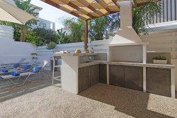 Территория. Кипр, Пернера Тринити : Современная роскошная вилла с видом на Средиземное море, с 3-мя спальнями, 3-мя ванными комнатами, с бассейном, беседкой с личным баром, каменным барбекю. патио и фантастической террасой на круше с lounge-зоной, расположена недалеко от пляжа Ayia Triada B