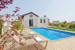Фасад дома. Кипр, Ионион - Айя Текла : Удивительная вилла с 3-мя спальнями, 2-мя ванными комнатами, с бассейном, солнечной террасой с патио и традиционным каменным барбекю, расположена в прибрежной зоне Ayia Thekla всего в 300 метрах от моря