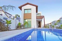 Фасад дома. Кипр, Пернера Тринити : Современная вилла с 4-мя спальнями, 3-мя ванными комнатами, бассейном и приватным двориком с барбекю, расположена недалеко от пляжа Ayia Triada Beach