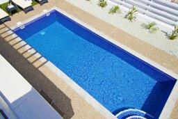 Бассейн. Кипр, Пернера : Современная вилла с 3-мя спальнями, 2-мя ванными комнатами, бассейном, тенистой террасой с патио и барбекю, расположена в 200 метрах от песчаного пляжа Kalamies Beach