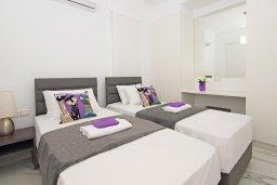 Спальня 2. Кипр, Пернера : Современная вилла с 3-мя спальнями, 2-мя ванными комнатами, бассейном, тенистой террасой с патио и барбекю, расположена в 200 метрах от песчаного пляжа Kalamies Beach