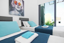 Спальня 3. Кипр, Пернера : Современная вилла с 3-мя спальнями, 2-мя ванными комнатами, бассейном, тенистой террасой с патио и барбекю, расположена в 200 метрах от песчаного пляжа Kalamies Beach
