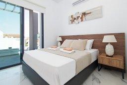 Спальня. Кипр, Пернера : Потрясающая современная вилла с 3-мя спальнями, 2-мя ванными комнатами, бассейном, тенистой террасой с патио и барбекю, расположена в 200 метрах от песчаного пляжа Kalamies Beach