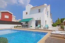 Фасад дома. Кипр, Пернера Тринити : Удивительная вилла с 3-мя спальнями, 2-мя ванными комнатами, бассейном, тенистой террасой с патио и традиционным каменным барбекю, расположена недалеко от пляжа Trinity Beach