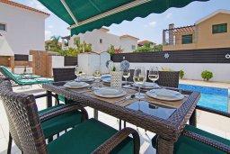 Обеденная зона. Кипр, Пернера Тринити : Удивительная вилла с 3-мя спальнями, 2-мя ванными комнатами, бассейном, тенистой террасой с патио и традиционным каменным барбекю, расположена недалеко от пляжа Trinity Beach