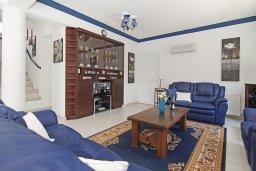 Гостиная. Кипр, Пернера Тринити : Удивительная вилла с 3-мя спальнями, 2-мя ванными комнатами, бассейном, тенистой террасой с патио и традиционным каменным барбекю, расположена недалеко от пляжа Trinity Beach