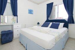 Спальня. Кипр, Пернера Тринити : Удивительная вилла с 3-мя спальнями, 2-мя ванными комнатами, бассейном, тенистой террасой с патио и традиционным каменным барбекю, расположена недалеко от пляжа Trinity Beach