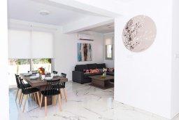 Гостиная. Кипр, Каппарис : Современная вилла с видом на Средиземное море, с 3-мя спальнями, 2-мя ванными комнатами, бассейном, тенистой террасой с патио, lounge-зоной, барбекю, расположена в тихом районе Kapparis