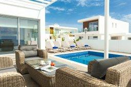 Патио. Кипр, Центр Айя Напы : Великолепная вилла с видом на Средиземное море, с 3-мя спальнями, 2-мя ванными комнатами, бассейном, тенистой террасой с патио и барбекю, расположена в новом роскошном частном комплексе