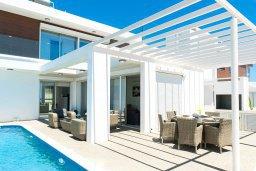 Территория. Кипр, Центр Айя Напы : Роскошная вилла с бассейном, патио и барбекю, 3 спальни, 2 ванные комнаты, парковка, Wi-Fi