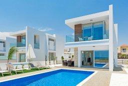 Фасад дома. Кипр, Ионион - Айя Текла : Великолепная и современная вилла с панорамным видом на Средиземное море, с 3-мя спальнями, 2-мя ванными комнатами, с бассейном, солнечной террасой с патио, уличным баром и барбекю, расположена в прибрежной зоне Ayia Thekla