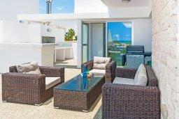 Патио. Кипр, Ионион - Айя Текла : Великолепная и современная вилла с панорамным видом на Средиземное море, с 3-мя спальнями, 2-мя ванными комнатами, с бассейном, солнечной террасой с патио, уличным баром и барбекю, расположена в прибрежной зоне Ayia Thekla