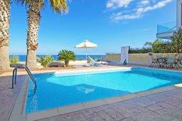 Бассейн. Кипр, Коннос Бэй : Современная вилла с панорамным видом на море, с 3-мя спальнями, с бассейном, потрясающим патио и барбекю, расположена на первой линии моря