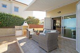 Патио. Кипр, Коннос Бэй : Современная вилла с панорамным видом на море, с 3-мя спальнями, с бассейном, потрясающим патио и барбекю, расположена на первой линии моря