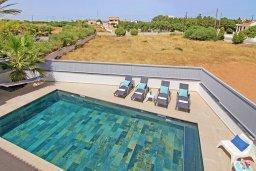 Бассейн. Кипр, Центр Айя Напы : Замечательная вилла с 4-мя спальнями, 2-мя ванными комнатами, бассейном с джакузи, солнечной террасой с патио, уличным баром, настольным теннисом, бильярдом и барбекю, расположена недалеко от оживленного центра Ayia Napa