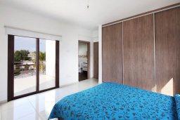 Спальня. Кипр, Декелия - Ороклини : Современная вилла в 5 минутах ходьбы до пляжа с бассейном и приватным двориком, 4 спальни, 4 ванны комнаты, парковка, Wi-Fi