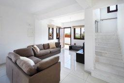 Гостиная. Кипр, Декелия - Ороклини : Современная вилла в 5 минутах ходьбы до пляжа с бассейном и приватным двориком, 4 спальни, 4 ванны комнаты, парковка, Wi-Fi