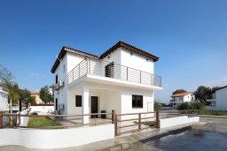 Фасад дома. Кипр, Декелия - Ороклини : Современная вилла в 5 минутах ходьбы до пляжа с бассейном и приватным двориком, 4 спальни, 4 ванны комнаты, парковка, Wi-Fi