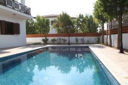 Бассейн. Кипр, Декелия - Ороклини : Уютная вилла с бассейном и приватным двориком, 4 спальни, 2 ванные комнаты, парковка, Wi-Fi
