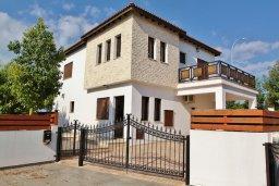 Фасад дома. Кипр, Декелия - Ороклини : Уютная вилла с бассейном и приватным двориком, 4 спальни, 2 ванные комнаты, парковка, Wi-Fi