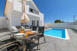 Фасад дома. Кипр, Ксилофагу : Восхитительная вилла с бассейном и двориком с барбекю, 3 спальни, 3 ванные комнаты, парковка, Wi-Fi
