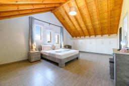 Спальня. Кипр, Ксилофагу : Восхитительная вилла с бассейном и двориком с барбекю, 3 спальни, 3 ванные комнаты, парковка, Wi-Fi