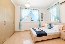 Спальня 3. Кипр, Пернера Тринити : Прекрасная вилла с 3-мя спальнями, бассейном, солнечной террасой с патио и каменным барбекю, расположена в тихом комплексе недалеко от пляжа Ayia Triada