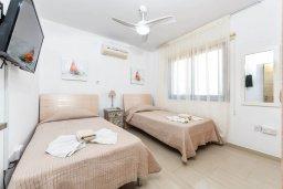 Спальня 2. Кипр, Нисси Бич : Апартамент с гостиной, двумя спальнями, двумя ванными комнатами и балконом, расположен в самом престижном районе Айя-Напы в 300 метрах от пляжа