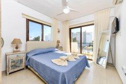 Спальня. Кипр, Нисси Бич : Апартамент с гостиной, двумя спальнями, двумя ванными комнатами и балконом, расположен в самом престижном районе Айя-Напы в 300 метрах от пляжа