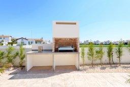 Территория. Кипр, Ионион - Айя Текла : Прекрасная вилла с 2-мя спальнями, с бассейном, просторной верандой с патио и барбекю, расположена всего в нескольких шагах от красивой гавани Potamos