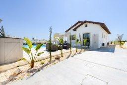 Фасад дома. Кипр, Ионион - Айя Текла : Прекрасная вилла с 2-мя спальнями, с бассейном, просторной верандой с патио и барбекю, расположена всего в нескольких шагах от красивой гавани Potamos