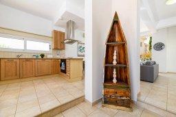 Кухня. Кипр, Пернера Тринити : Прекрасная вилла с 2-мя спальнями, бассейном, солнечной террасой с патио и традиционным кипрским барбекю, расположена в Ayia Triada