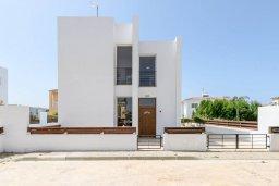 Фасад дома. Кипр, Пернера Тринити : Прекрасная вилла с 2-мя спальнями, бассейном, солнечной террасой с патио и традиционным кипрским барбекю, расположена в Ayia Triada