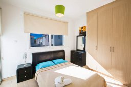 Спальня. Кипр, Пернера Тринити : Прекрасная вилла с 3-мя спальнями, бассейном, солнечной террасой с патио и каменным барбекю, расположена в тихом комплексе недалеко от пляжа Ayia Triada