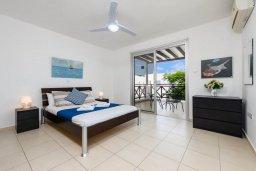 Спальня. Кипр, Коннос Бэй : Шикарная вилла с 3-мя спальнями, 3-мя ванными комнатами, с бассейном, тенистой террасой с патио и барбекю, расположена в ухоженном комплексе на мысе Cape Greco