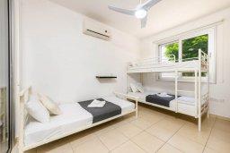 Спальня 2. Кипр, Коннос Бэй : Шикарная вилла с 3-мя спальнями, 3-мя ванными комнатами, с бассейном, тенистой террасой с патио и барбекю, расположена в ухоженном комплексе на мысе Cape Greco