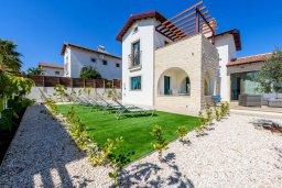 Фасад дома. Кипр, Ионион - Айя Текла : Великолепная вилла с 3-мя спальнями, просторным зелёным двориком, верандой с патио, солнечной террасой  lounge-зоной и барбекю, расположена всего в нескольких шагах от красивой гавани Potamos