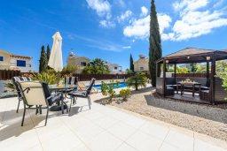 Территория. Кипр, Ионион - Айя Текла : Очаровательная вилла с 2-мя спальнями, бассейном, солнечной террасой с патио, беседкой и традиционным кипрским барбекю, расположена в небольшом тихом комплексе в Agia Thekla