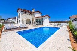 Фасад дома. Кипр, Ионион - Айя Текла : Потрясающая вилла с 3-мя спальнями, 2-мя ванными комнатами, с бассейном, просторной верандой с патио и барбекю, расположена всего в нескольких шагах от красивой гавани Potamos