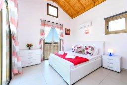 Спальня. Кипр, Ионион - Айя Текла : Потрясающая вилла с 3-мя спальнями, 2-мя ванными комнатами, с бассейном, просторной верандой с патио и барбекю, расположена всего в нескольких шагах от красивой гавани Potamos