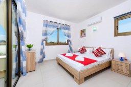 Спальня 2. Кипр, Ионион - Айя Текла : Потрясающая вилла с 3-мя спальнями, 2-мя ванными комнатами, с бассейном, просторной верандой с патио и барбекю, расположена всего в нескольких шагах от красивой гавани Potamos