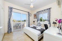 Спальня. Кипр, Пернера Тринити : Прекрасная вилла с 3-мя спальнями, 2-мя ванными комнатами, бассейном, солнечным двориком с патио и невероятной террасой на крыше с lounge-зоной и панорамным видом на Средиземное море