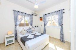 Спальня 2. Кипр, Пернера Тринити : Прекрасная вилла с 3-мя спальнями, 2-мя ванными комнатами, бассейном, солнечным двориком с патио и невероятной террасой на крыше с lounge-зоной и панорамным видом на Средиземное море